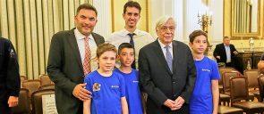 Ο Πρόεδρος την Δημοκρατίας μαζί με τον κύριο Περλαντίδη και 3 μαθητές μέλη της ομάδας FLL των εκπαιδευτηρίων