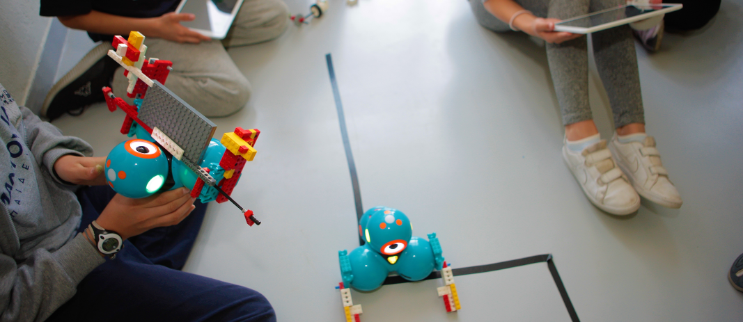 The students of 5th Grade visited Robotixlab, where they had the opportunity to get to know the robots of the future, and actually designed, programmed and assembled their own robots