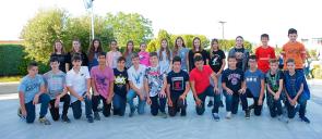 Οι μαθητές των Εκπαιδευτηρίων των τάξεων Α΄ Γυμνασίου έως και Β΄ Λυκείου, έλαβαν μέρος στον Διεθνή Μαθηματικό Διαγωνισμό «Καγκουρό» συγκεντρωμένοι χαμογελούν