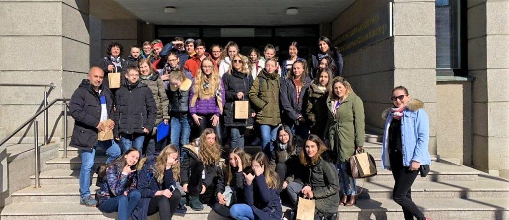 Έξι μαθητές των Εκπαιδευτηρίων Ε. Μαντουλίδη με τη συνοδεία των καθηγητών κ. Ο. Δάντση και Χ. Χρυσοχοϊδη επισκέφτηκαν από τις 29 Μαρτίου έως τις 4 Απριλίου την πόλη Alytus της Λιθουανίας
