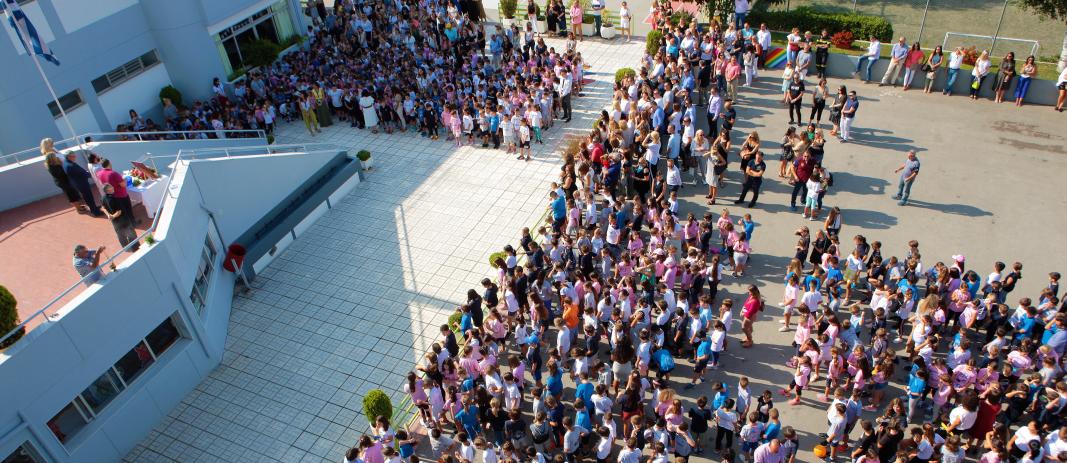 οι μαθητές του Δημοτικού των Εκπαιδευτηρίων, μετά τις καλοκαιρινές τους διακοπές, επέστρεψαν ξανά στο σχολείο για την τέλεση του Αγιασμού