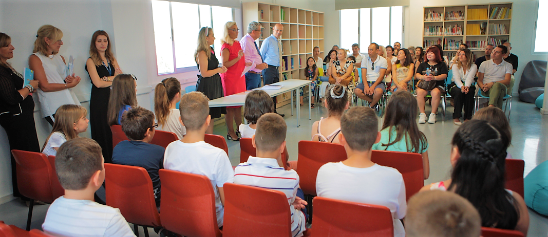 At the welcome day, the new students got to know their teachers, were informed of the curriculum of each grade and were guided around the school ground