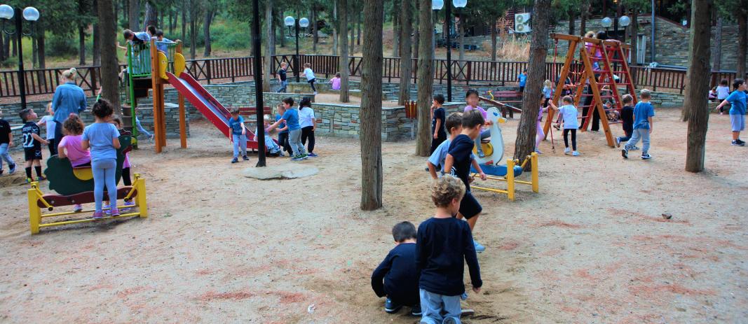 τα σχολεία ξεκίνησαν και ήρθε η ώρα να γίνει ο Φθινοπωρινός περίπατος για φέτος! Οι μικροί μας μαθητές βρίσκονται στις τάξεις τους.