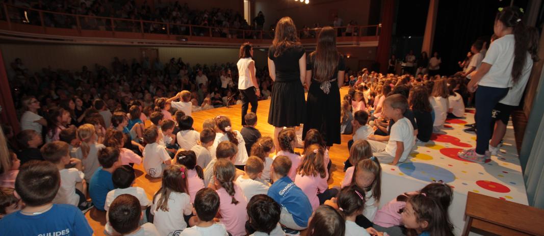 Την Τρίτη, 1 Οκτωβρίου, Παγκόσμια Ημέρα της Τρίτης Ηλικίας, οι μικροί μαθητές της Α' και της Β' Δημοτικού υποδέχθηκαν τους παππούδες και τις γιαγιάδες τους