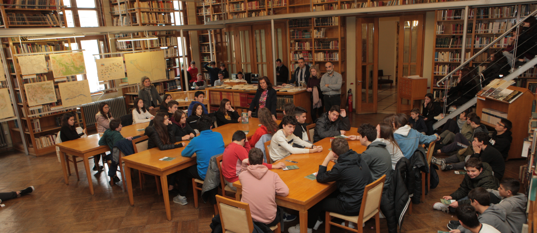 """9th Grade at the """"Map Exhibition"""" of the Society for Macedonian Studies"""