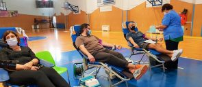 Voluntary blood donation for Mandoulides staff, parents, and alumni took place on the Elementary School premises on Friday, October 30.
