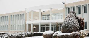 Κλειστά τα σχολεία και οι παιδικοί σταθμοί της Κεντρικής Μακεδονίας - We would like to inform you that due to the extreme weather conditions of snowfall and frost, the schools of all levels and the kindergartens will remain closed tomorrow, Monday, February 15, 2021, by decision of the Region of Central Macedonia
