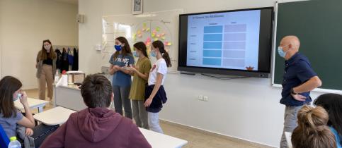 Οι μαθητές του τμήματος Γ5 Γυμνασίου, την Τρίτη, 18 Μαΐου, συμμετείχαν στη δράση «Αλφαβητισμός του Μέλλοντος», η οποία πραγματοποιήθηκε υπό την αιγίδα της Έδρας UNESCO για την Έρευνα και το Μέλλον.