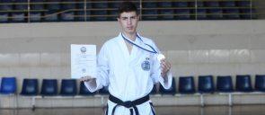Ο μαθητής Ι. Τακιανός (Γ΄ Γυμνασίου) κατέκτησε τη δεύτερη νίκη και το ασημένιο μετάλλιο στο Πανελλήνιο Πρωτάθλημα Α.Ο.Τ.Ε. / TAE KWON DO